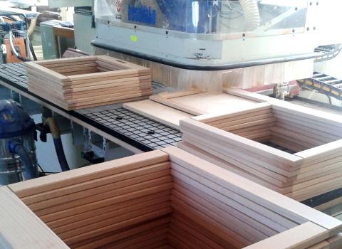 Elementy z drewna litego i ze sklejki